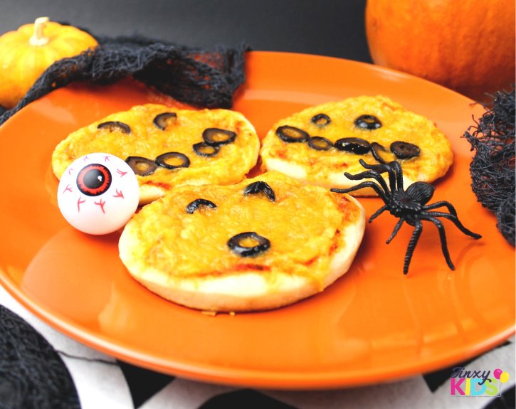 halloween pumpkin pizzas
